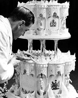 2-ROYAL-WEDDING-CAKE-facebook-(1)